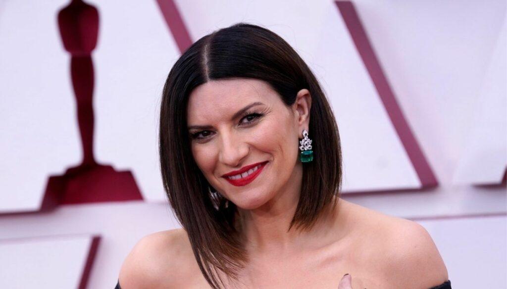 Laura Pausini torna a casa dopo gli Oscar