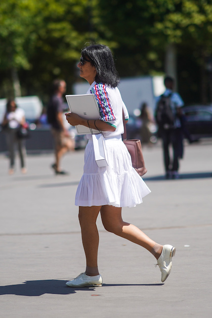 Skirt and flat shoes in spring: how to combine them with style