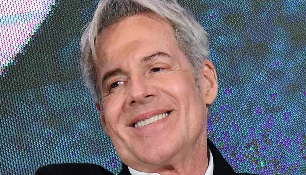 Very happy evening, Claudio Baglioni and that self-irony he conquers
