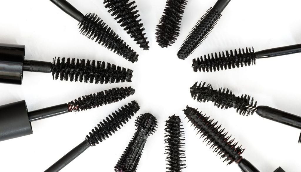 black mascara brushes various sizes