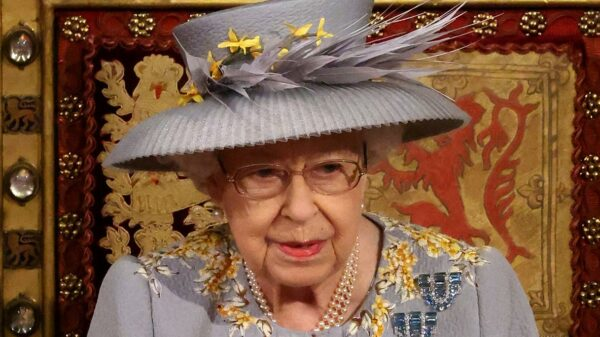 The Queen is alone in Parliament: Charles one step away from the throne
