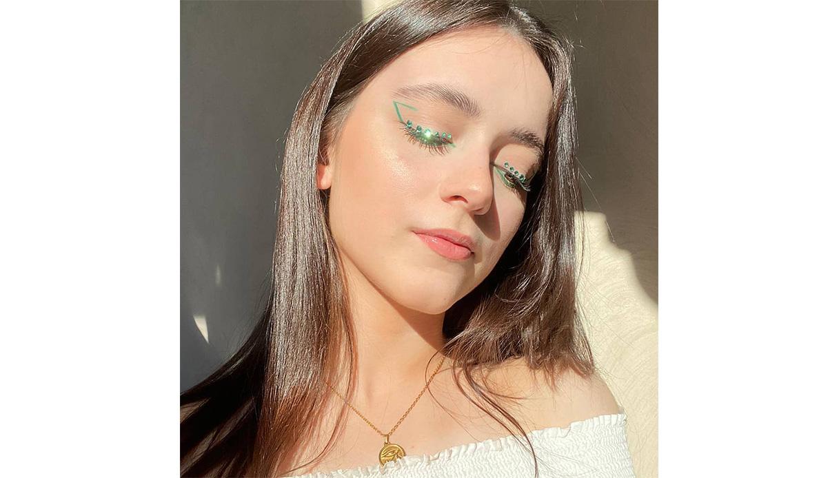 green eyeliner look makeup