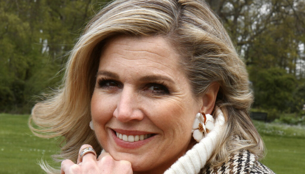 Maxima of Holland, the maxi look for 50 years and photos inspired by Kate Middleton