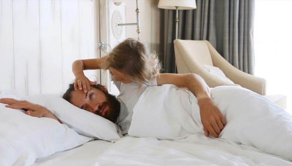 CHILDREN-AWAKEN-BED