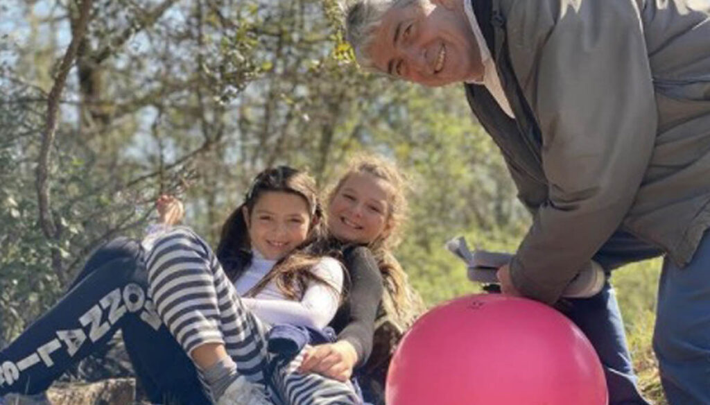 The sweet will of Paolo Rossi to his daughters: red roses and a note