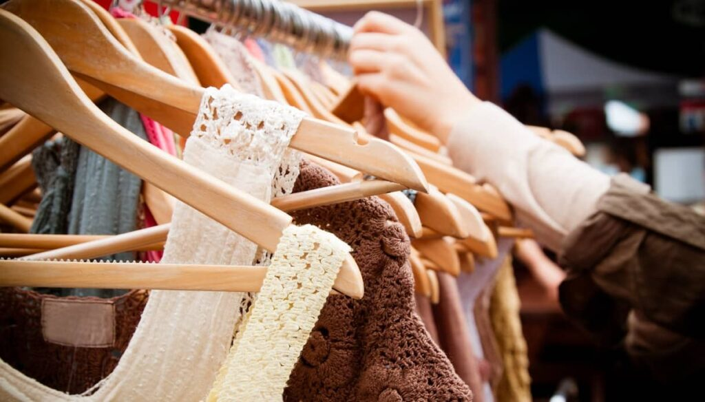 Vintage and second hand clothing apps and sites: buying used is good for the planet (and for your pockets!)