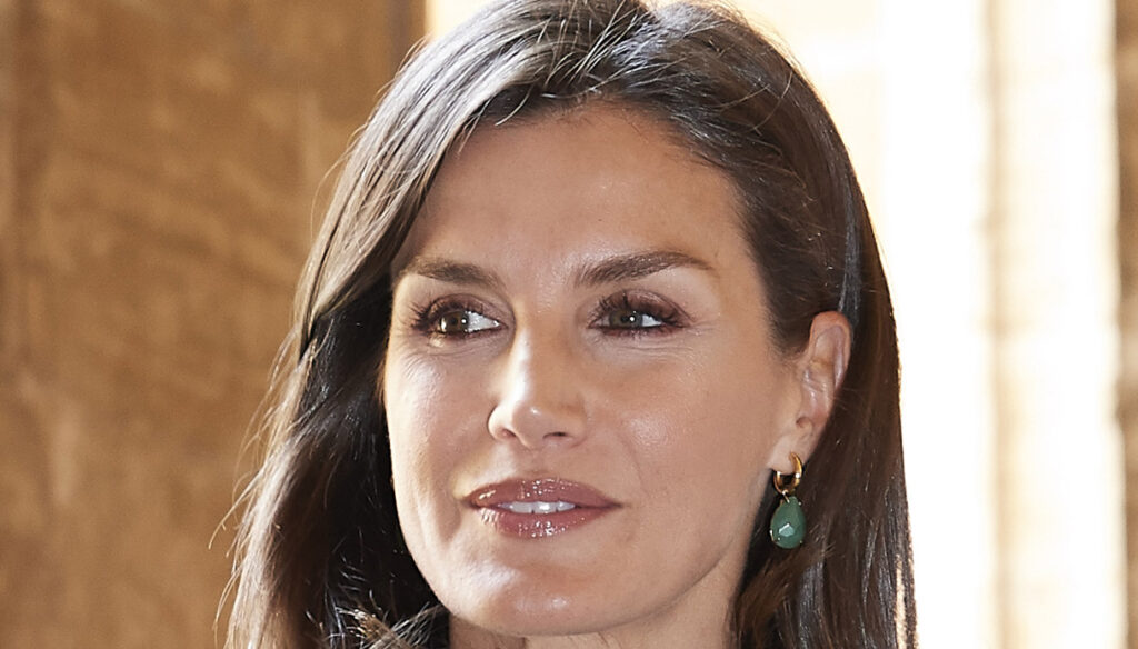 Letizia of Spain, the green dress with colorful flowers is a ready-to-wear work of art