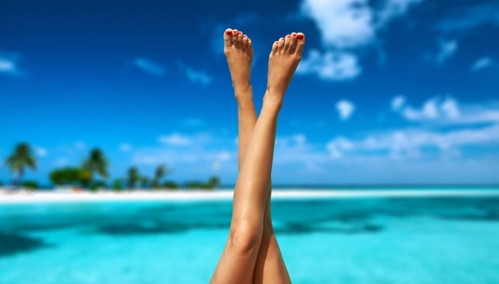 """landscape sea crystal clear water tanned legs woman """"width ="""" 1024 """"height ="""" 584 """"srcset ="""" https://Tipsforwomens.it/wp-content/uploads/sites/3/2021/07/Come-abbronzarsi-bene-e -in-a-hurry-sun-tan-beauty-routine.jpg? resize = 1217,694 1217w, https://Tipsforwomens.it/wp-content/uploads/sites/3/2021/07/How- tan-well-and-quickly-beauty-routine-in-the-sun-tan.jpg? resize = 300,171 300w, https://Tipsforwomens.it/wp-content/uploads/sites/3/2021/07 /How-to-tun-well-and-in-hastly-beauty-routine-sun-tanning.jpg?resize=768,438 768w, https://Tipsforwomens.it/wp-content/uploads/sites/3/ 2021/07 / How-to-tan-well-and-quickly-beauty-routine-in-the-sun-tan.jpg? Resize = 1024,584 1024w, https://Tipsforwomens.it/wp-content/uploads /sites/3/2021/07/How-to-tan-well-and-in- fast-beauty-routine-sun-tanning.jpg?resize=344,196 344w """"sizes ="""" (max-width: 1024px) 100vw, 1024px"""