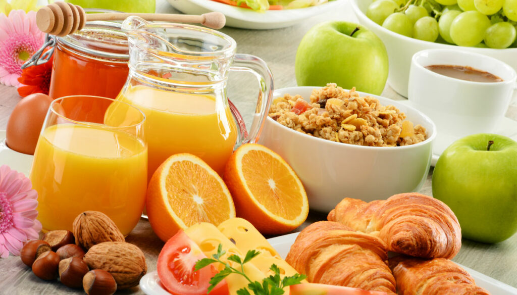 Breakfast in the diet of those who play sports: advice from the nutrition expert