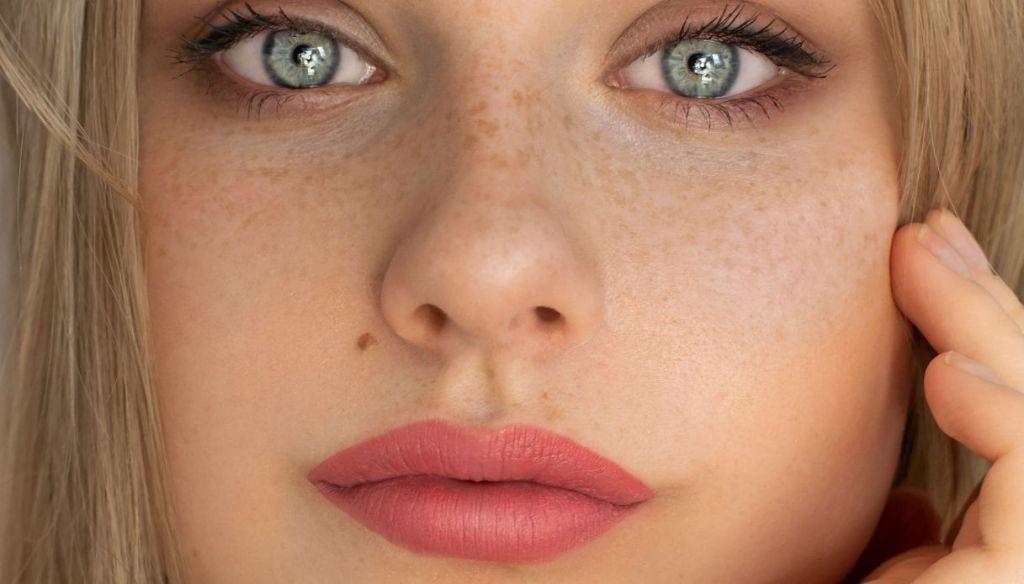 blonde girl blue green eyes hot pink lipstick