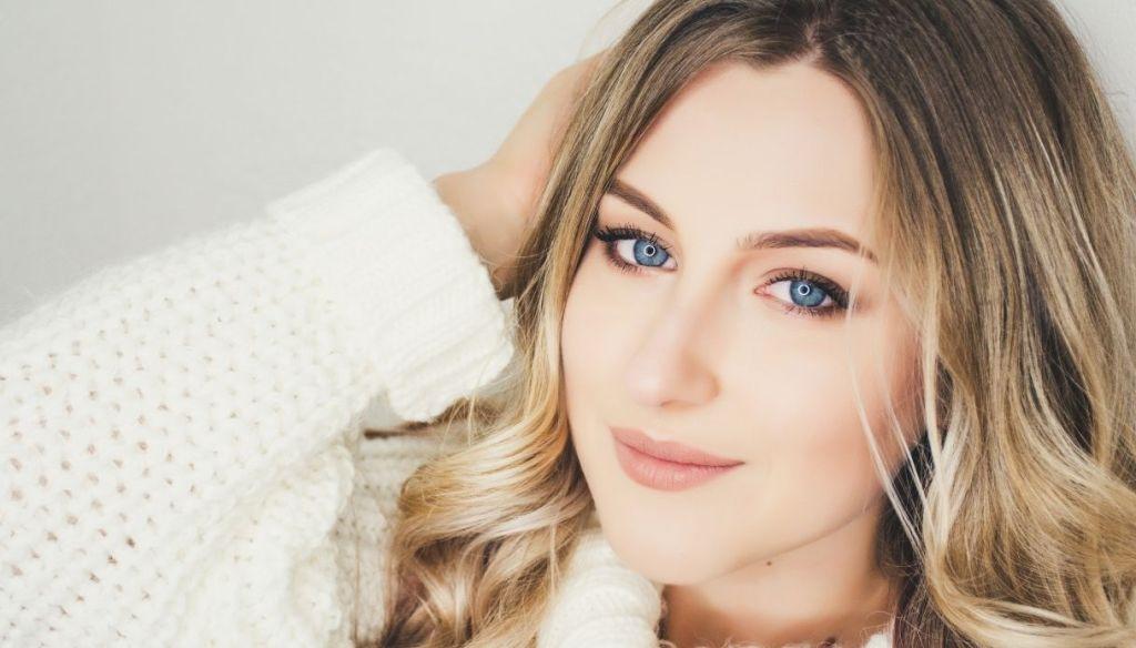 blonde girl blue eyes light makeup