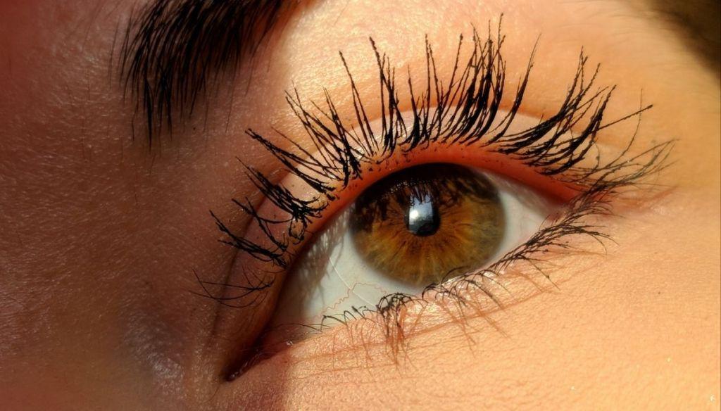 brown eyes mascara