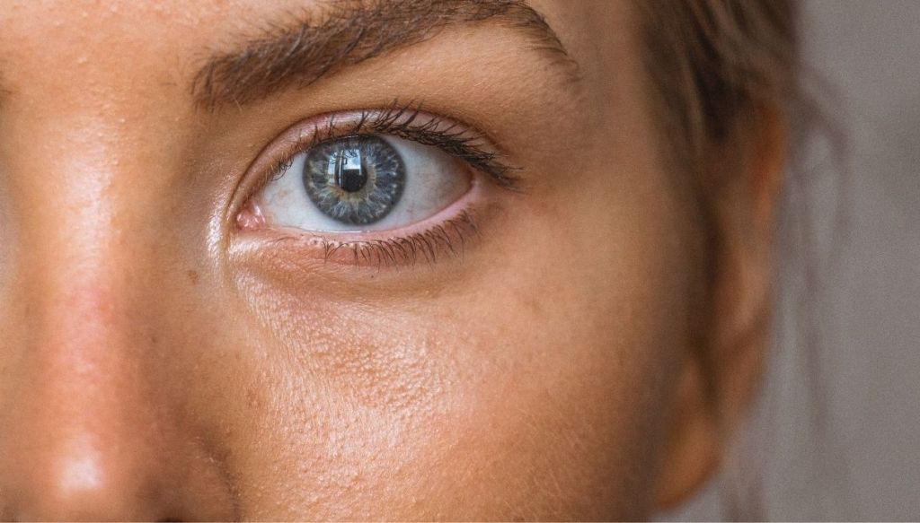 blue eye natural tanned skin