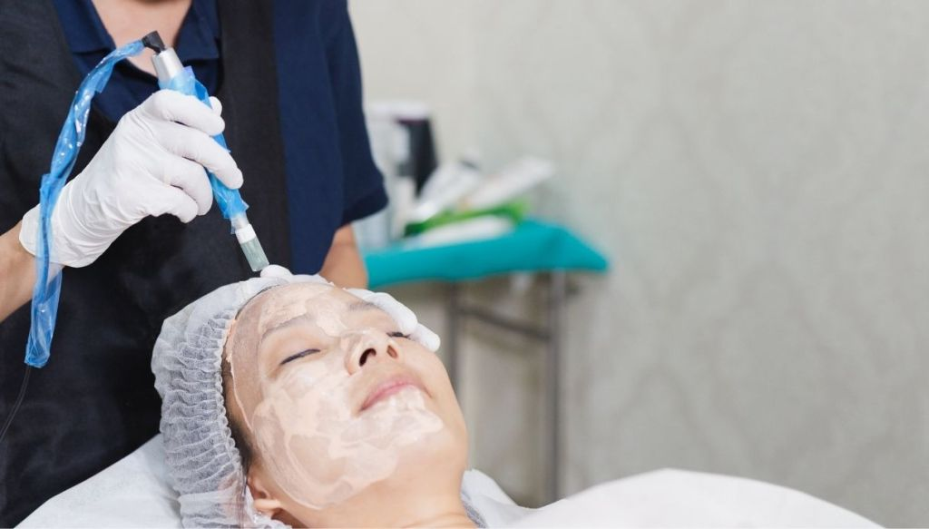 Asian woman face treatment semi-permanent foundation BB Glow