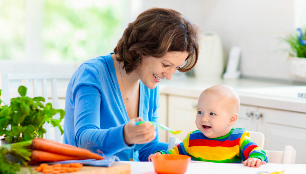 Weaning and self-weaning: when to start and what to introduce